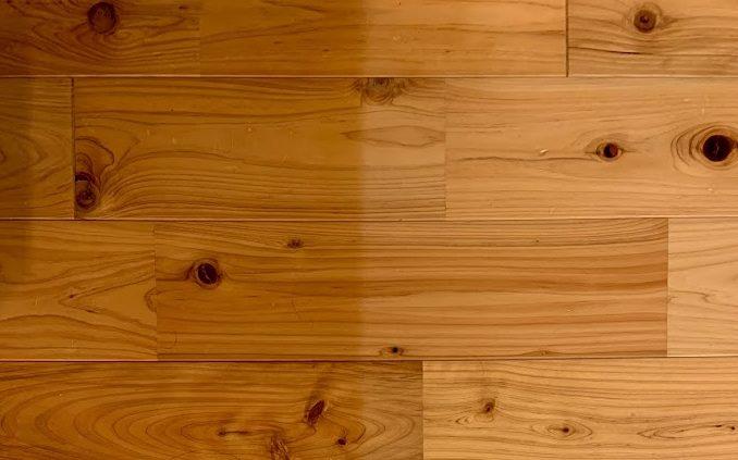 無垢材の床の日焼け